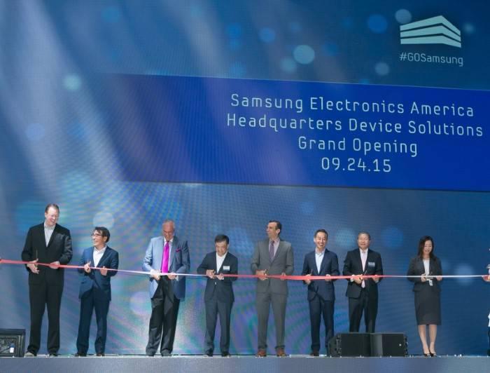 Samsung Office America (1)