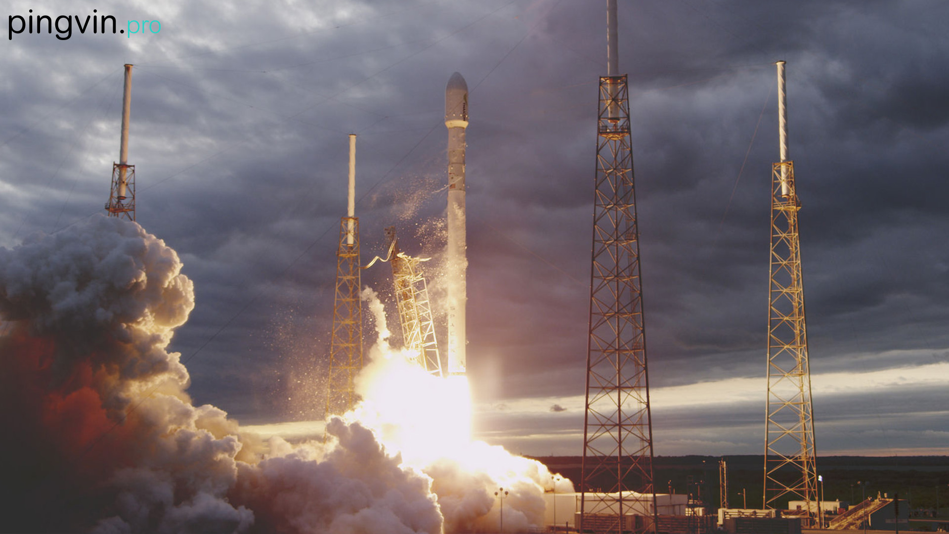 SpaceX готується до повторного запуску Falcon Heavy