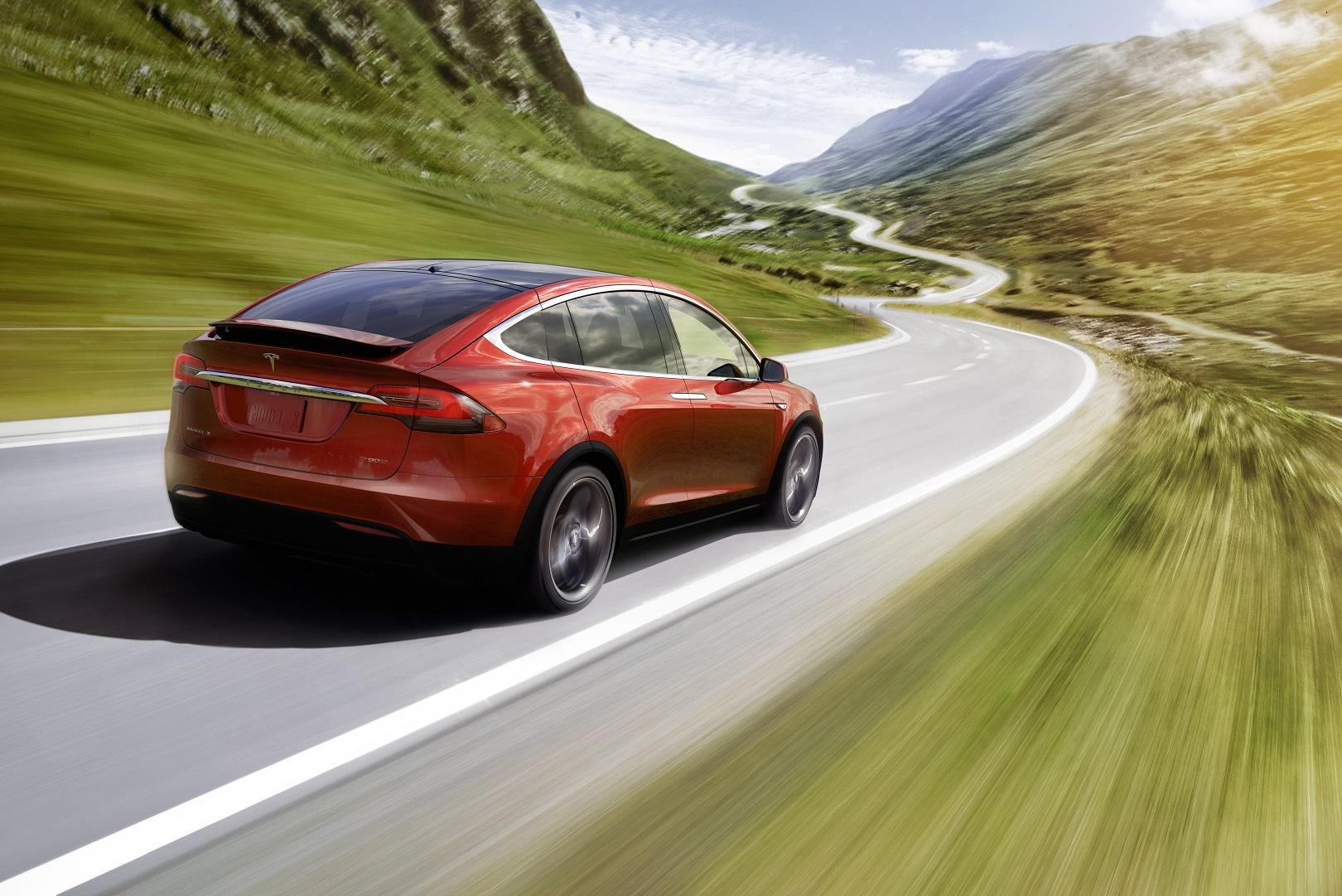 tesla-model-x-driving