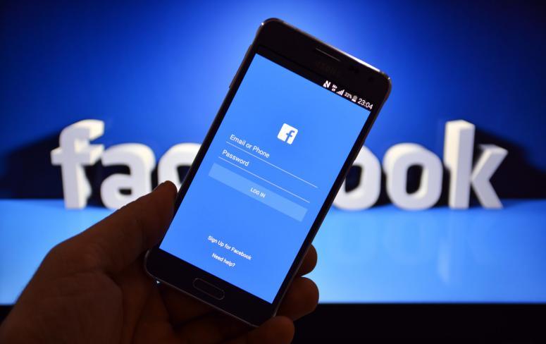 Програми на iOS та Android передають дані Facebook