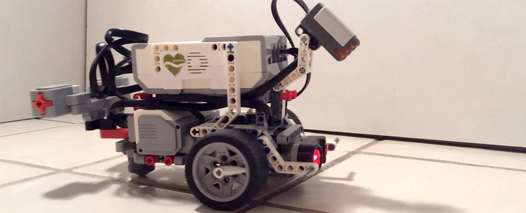 Мозок хробака в роботі з Lego