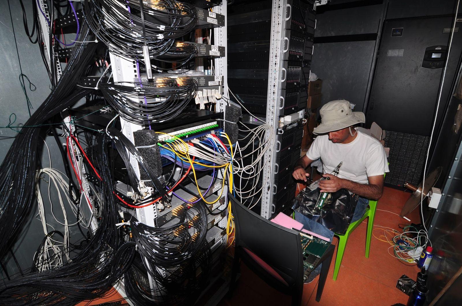 Інженер радіотелескопа в проекті HERA