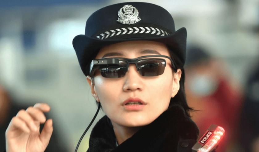 Поліція Китаю використовує розумні окуляри