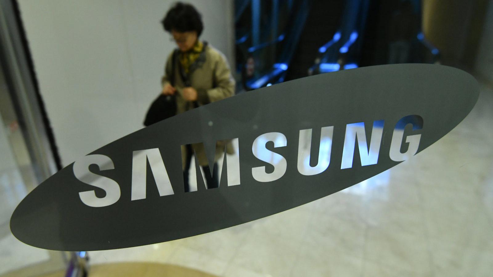 Samsung повертає серію смартфонів Galaxy R