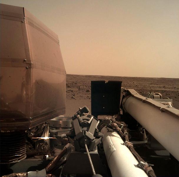 Космічний апарат InSight здійснив посадку на Марс
