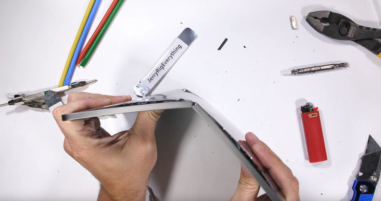 Новий iPad Pro не пройшов тест на міцність