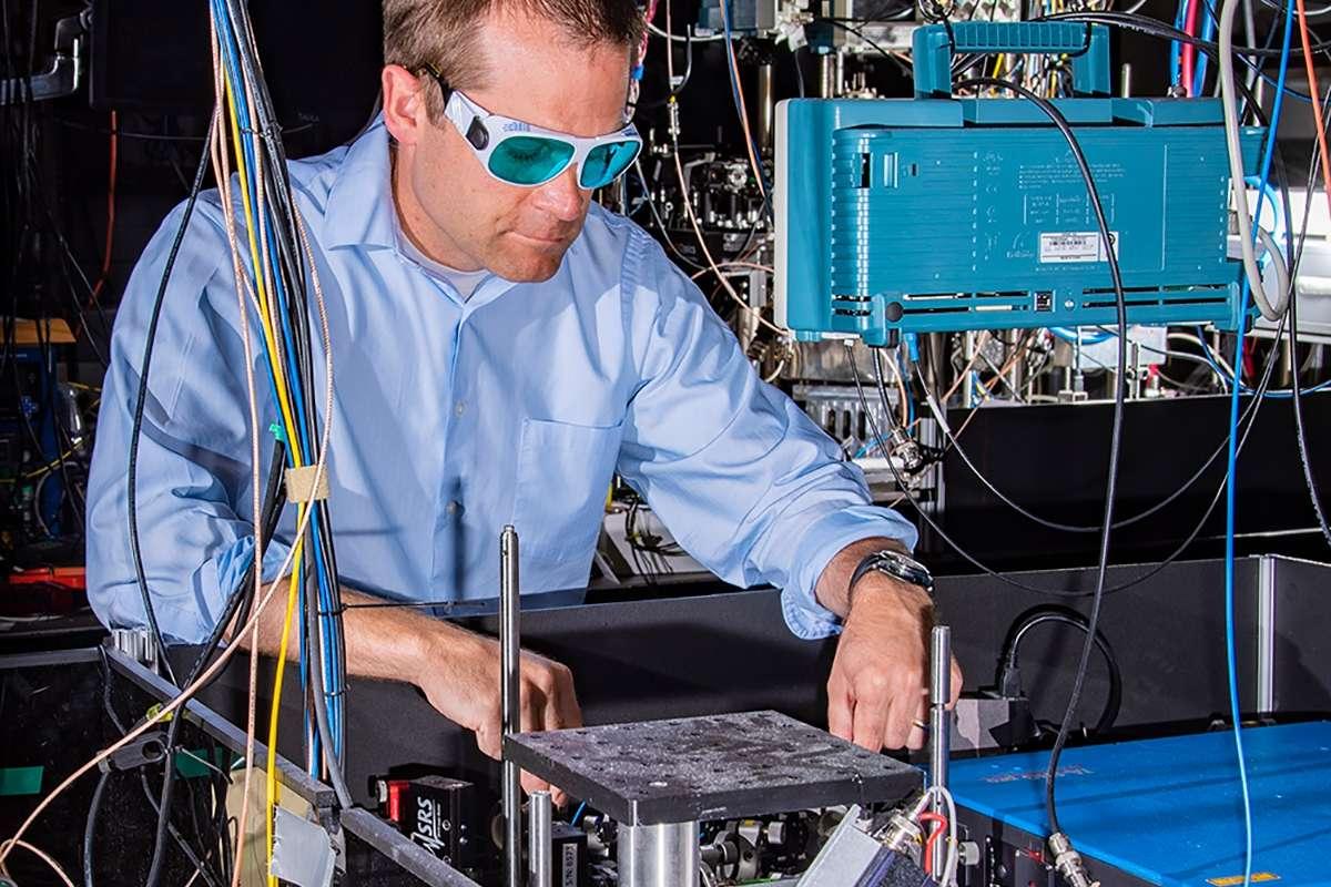 Вчені створили рекордно точний атомний годинник