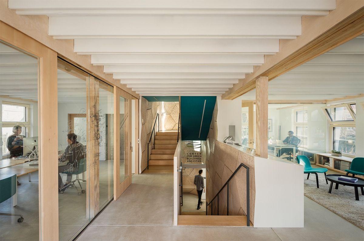 HouseZero перетворив старий будинок на енергоефективний