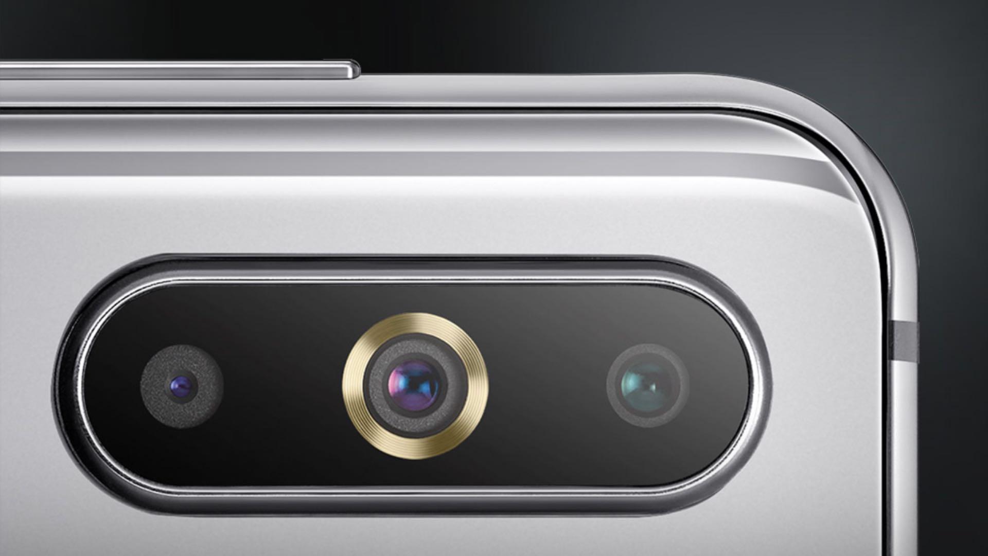 SamsungGalaxy A8s: перший смартфон компанії з екраном Infinity-O