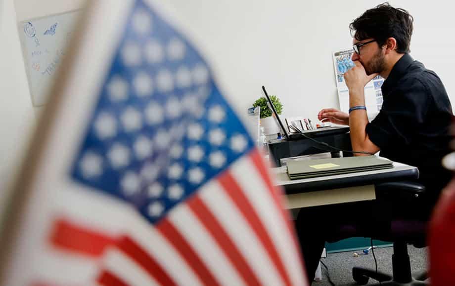 Віза США тепер видаватиметься після перевірки соцмереж
