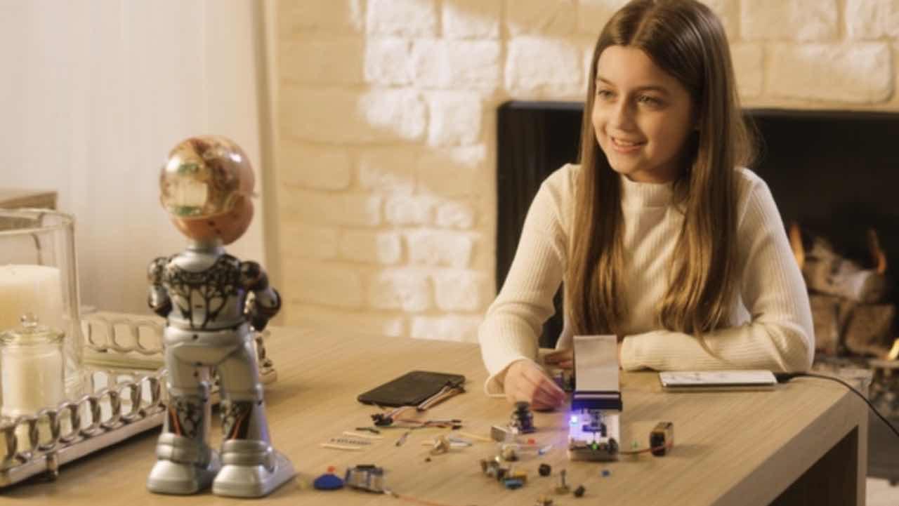 Little Sophia: менша копія робота Софії вчить дітей програмувати