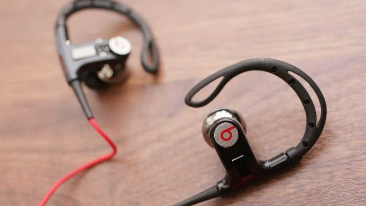 Apple готує нові бездротові навушники PowerBeats
