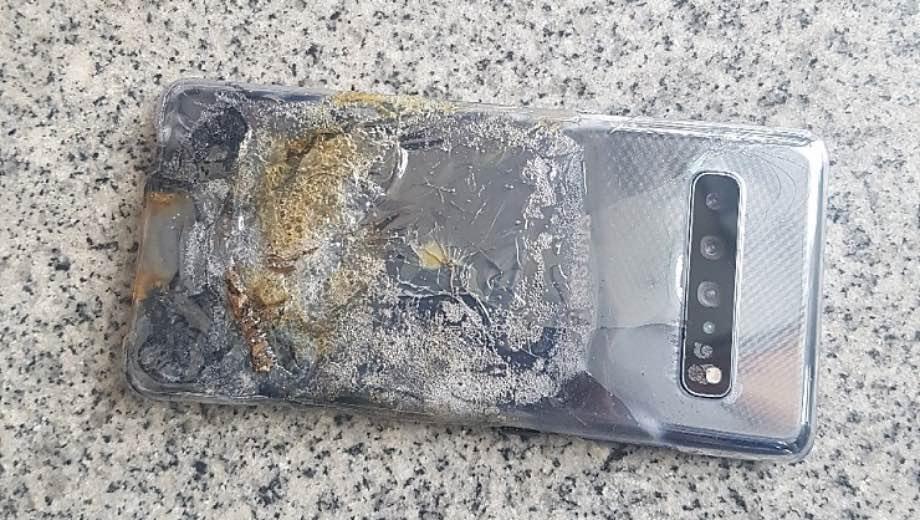 Samsung Galaxy S10 5G загорівся і вибухнув