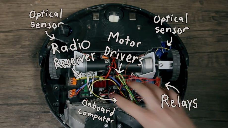 Робот-пилосос Roomba обурюється при зіткненні з перешкодами