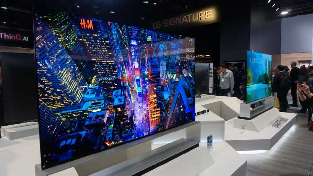 LG запускає у продаж свій перший 8K телевізор