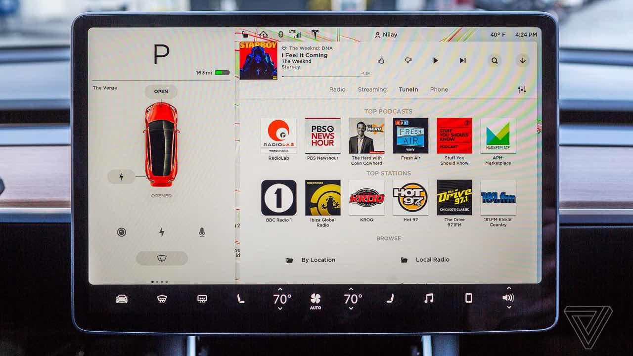 Tesla транслюватиме відео з Netflix та YouTube