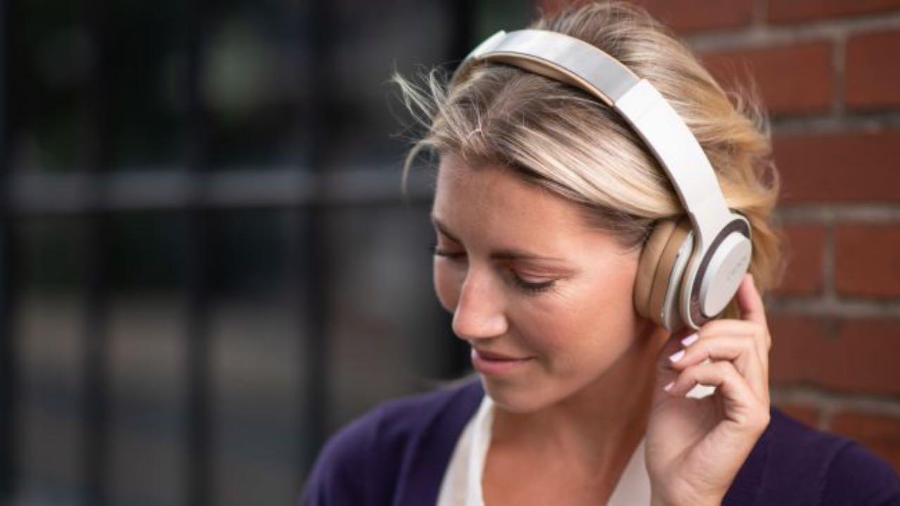 Бездротові навушники Cleer Audio Enduro 100 отримали 100 годин автономності