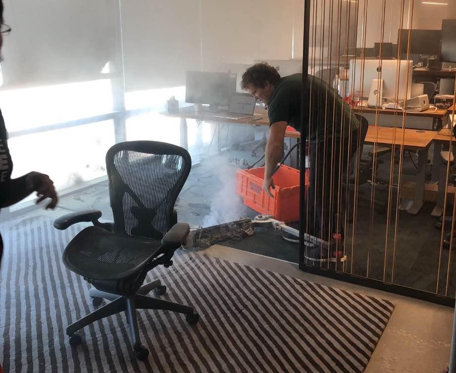 В офісі Dropbox загорівся електросамокат