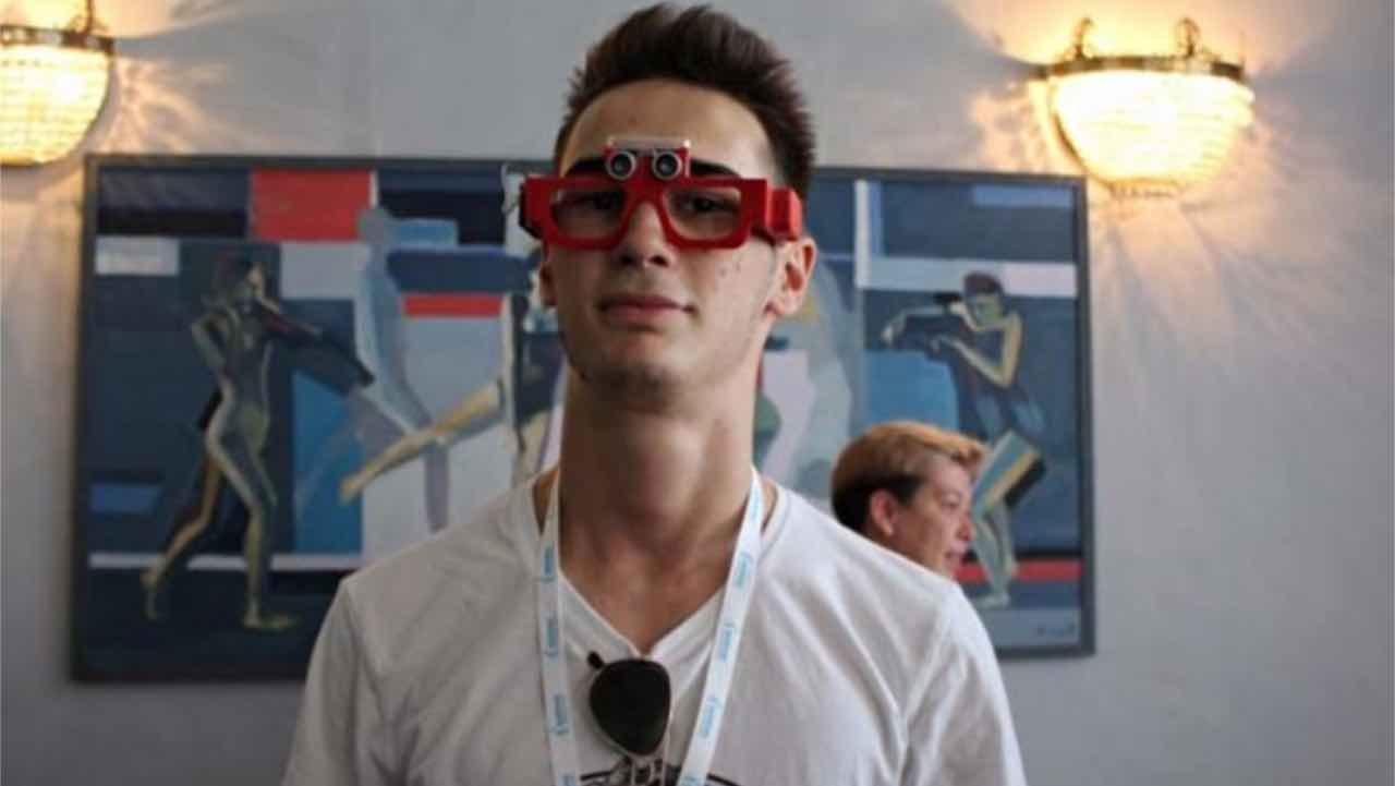 Український школяр створив окуляри для людей з вадами зору – Ігор Шибка