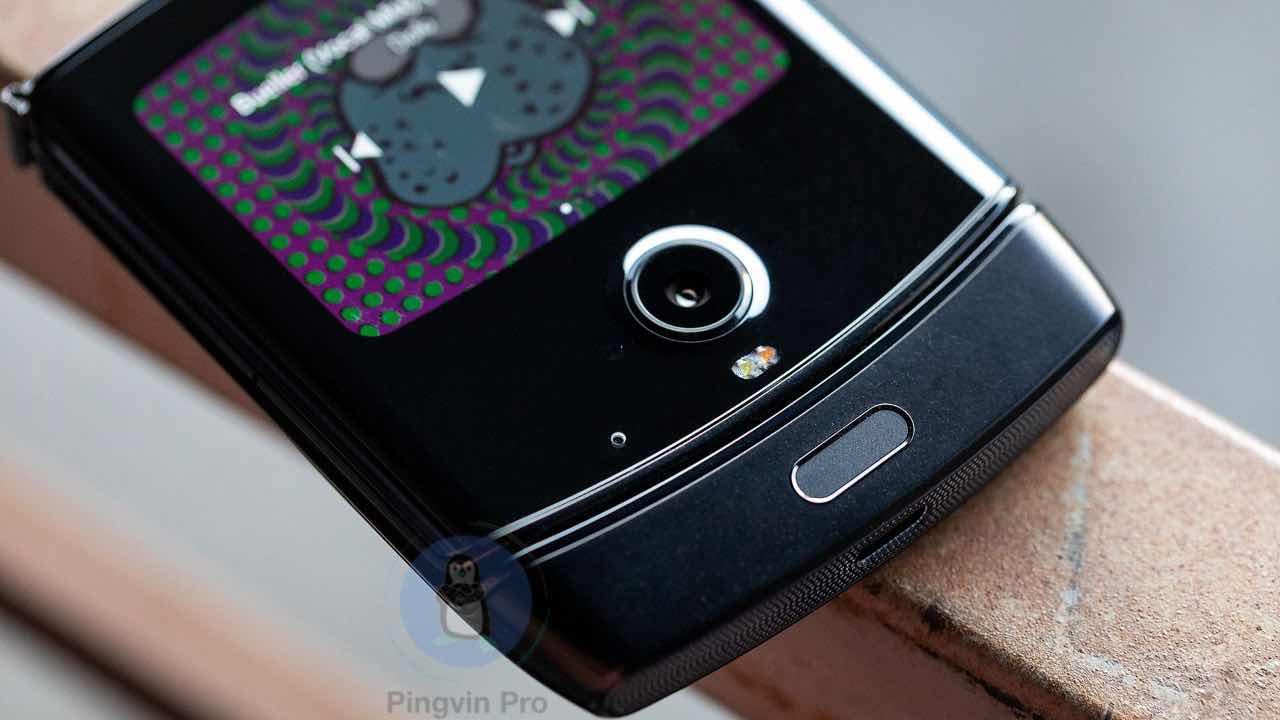Motorola RAZR XT200-1 / Ґіки оцінять: 5 найнезвичайніших сучасних смартфонів