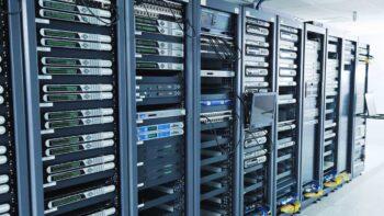 вибір серверних стійок