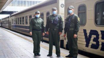 Укрзалізниця повертає охорону в поїзди