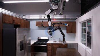 Toyota Research Institute - робот на стелі