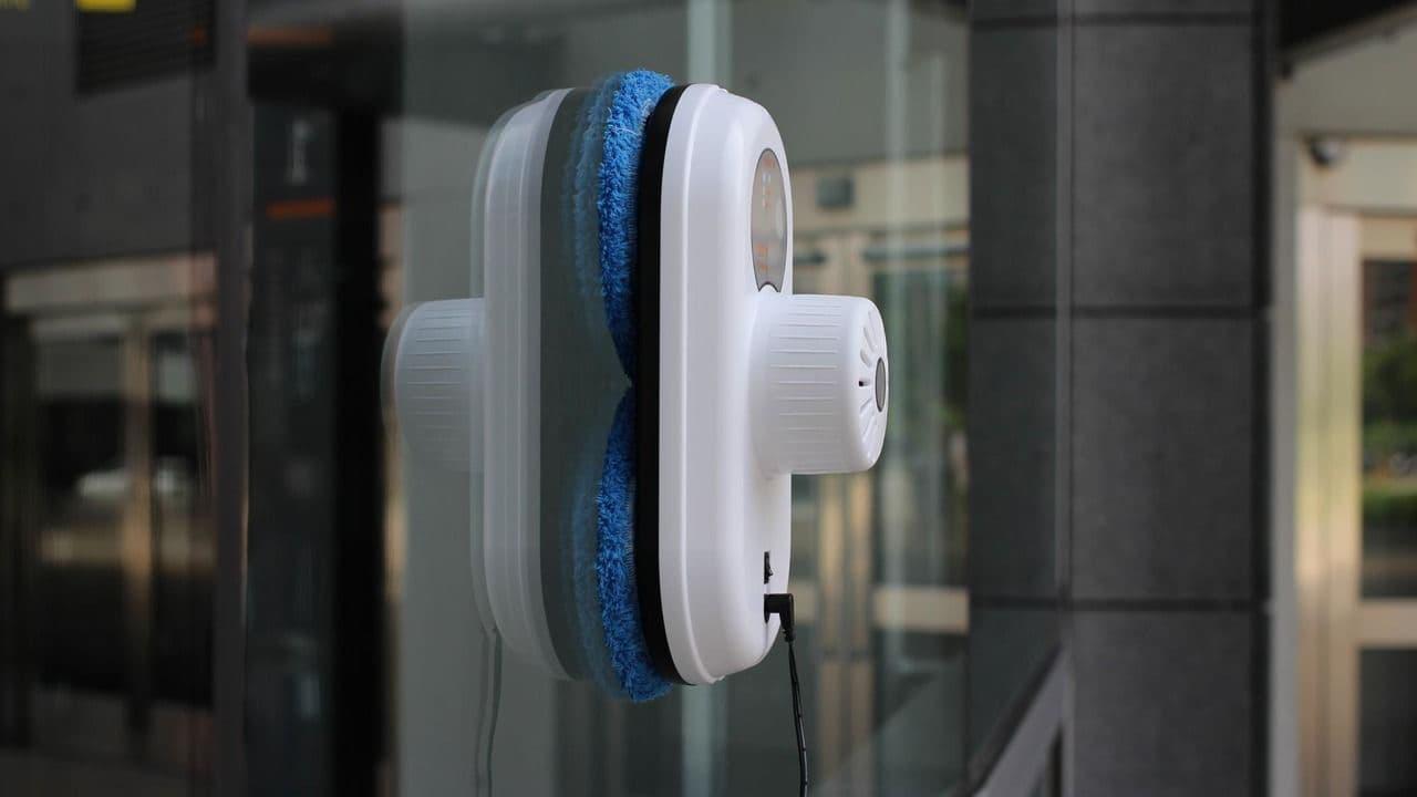 5 міфів про роботи-пилососи для миття вікон: найпопулярніші стереотипи