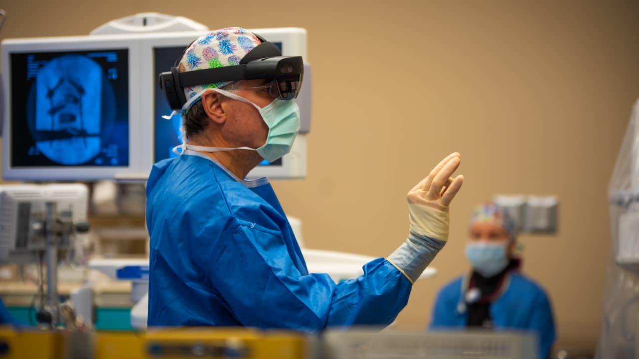 В Україні провели операцію з використанням технології доповненої реальності / 24H Holographic Surgery