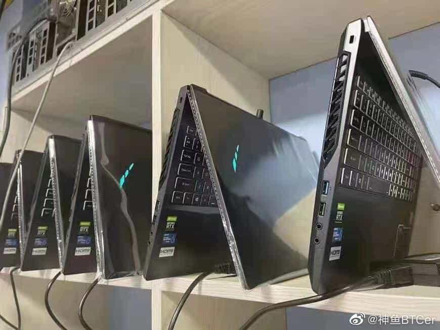 Китайський майнер зібрав ферму з 20 ноутбуків