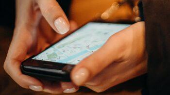 дефіцит смартфонів / Google Карти