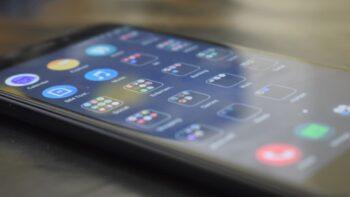 Android збирає у 20 разів більше даних, ніж iOS / Android 12