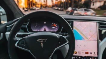 Електромобіль Tesla («відкрити сракодірку»)