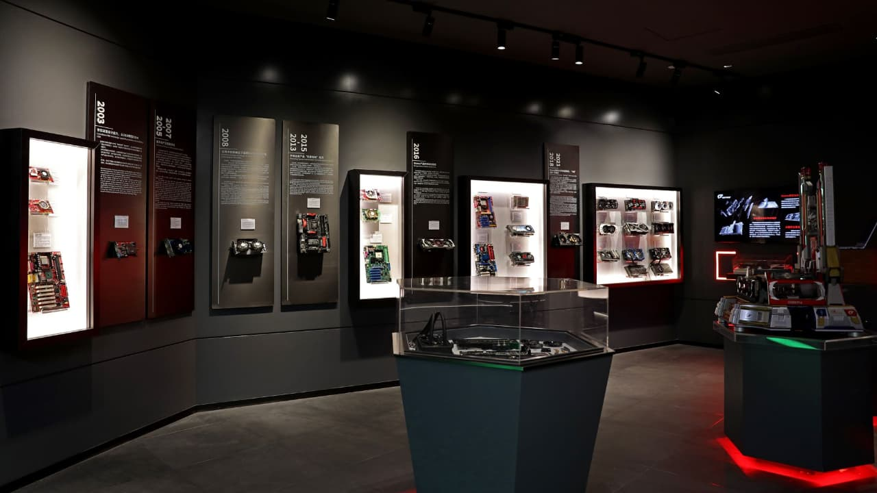 COLORFUL та NVIDIA - музей відеокарт