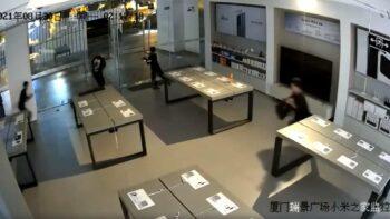 Підлітки пограбували магазин Xiaomi менш ніж за 30 секунд