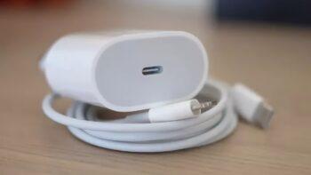 відмова Apple від зарядних пристроїв
